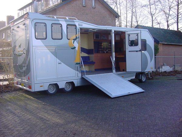 Referenties - Schamelaanhanger 2 paards en 2 koetsen