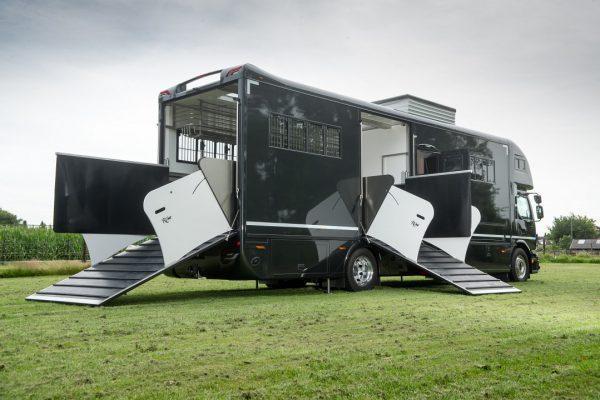 Referenties - Volvo FE Topsleeper 6 paards